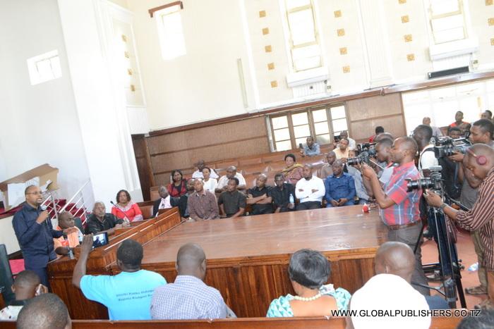 5.Mbunge wa Jimbo la Kibamba,John Mnyika (mbele) akiwaeleza wafuasi wa Ukawa maazio yao juu ya Uchaguzi huo.