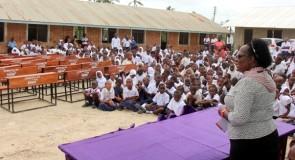 NMB yasaidia madawati shule mbili za msingi Dar