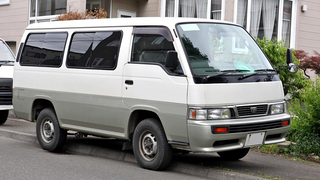 Nissan_Caravan_E24_003