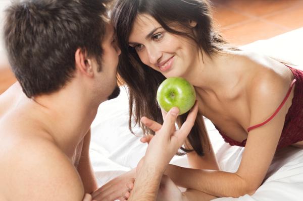 vegeterians-couple-bed