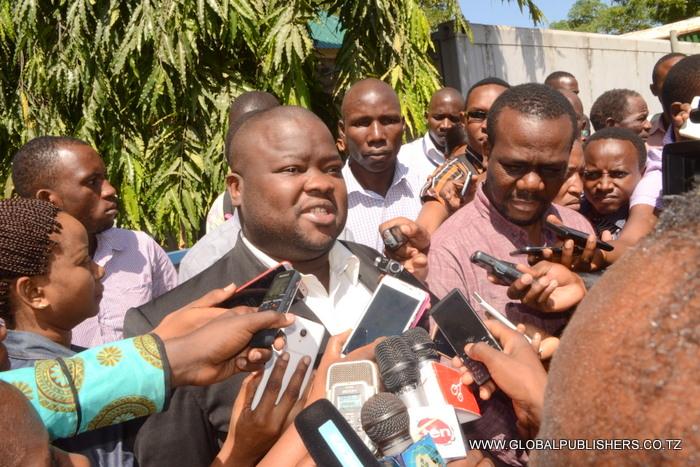 5.Mwanasheria wake,Stephan Mwakibola akihojiwa na wanahabari.