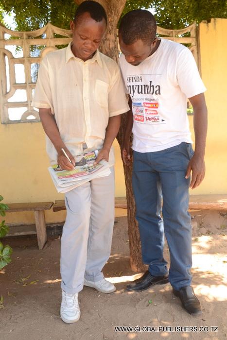 6.John Helbert mkazi wa Kunduchi Dar akijaza kuponi yake.