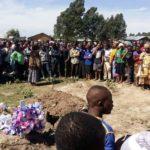 Mbeya: Polisi Wafukua Jeneza la Aliyedaiwa Kufa na Kuzikwa, Baadaye Kukutwa Kitandani Amelala