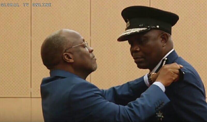 VIDEO: Rais Magufuli Amuapisha Simon Sirro Kuwa IGP Mpya