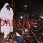 Roma Aweka Historia Dar Live Kwa Kushushwa Stejini na Crane (Pichaz & Video)