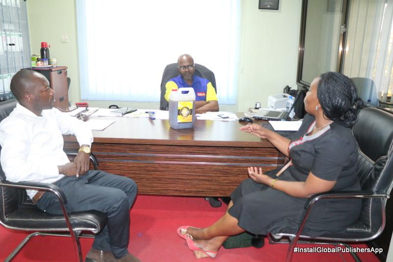 Maafisa Hao Wakizungumza Na Abdallah Mrisho Ofisini Kwake