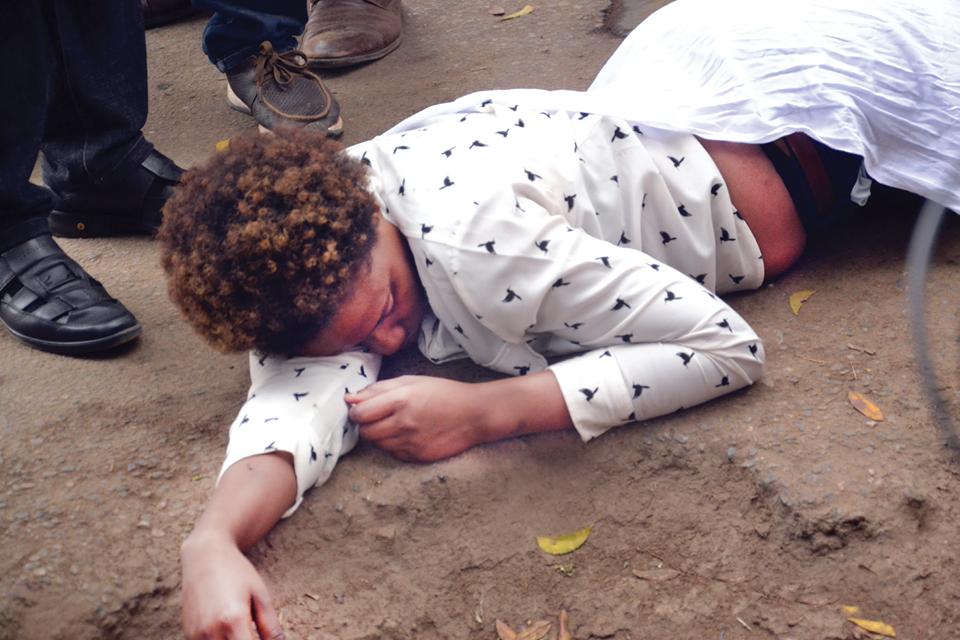 Makubwa Haya : MREMBO AZIMIA AKIOMBA PENZI LA MUME WA MTU